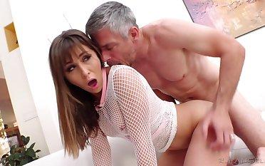 Big dick guy rewards the horny slut with a fecund in cum facial