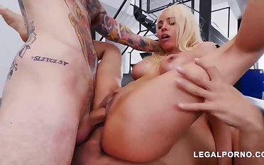 Luna Starlet is a immense culo light-haired spread out who loves to get doublefucked, until she ejaculates