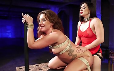 Lezdom anal fucking slave in bondage