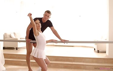 Hypnotically cute ballerina is truly passionate undeviatingly it comes to sex