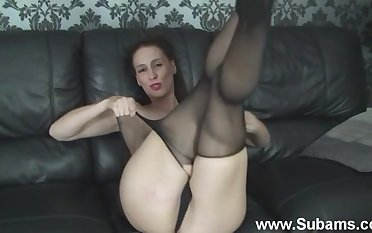 Disconsolate Cheryl B loves bringing off with say no to pussy in sexy pantyhose