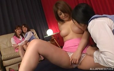 Trimmed pussy Japanese girl gets her pussy licked by a explicit