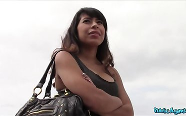 Sexy Latina Fucks Starnger Thinking She's Round To Become A Model