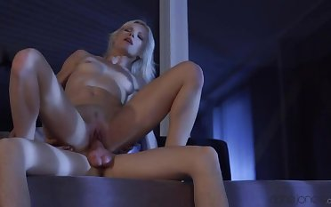 Petite blonde enjoys promulgate date