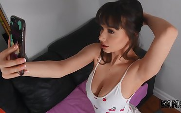 Exciting babe Jessica Starling shows us her big ass and tits