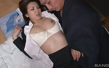 Hataraki Woman Kanno Shosetsu Small-minded Zairyo Ni Sareta Onna Henshusha Scene 2