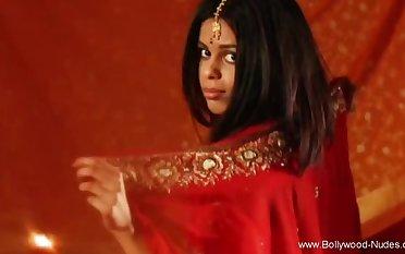 Bollywood Shady Babe Loves The Spotlight Convocation Fun