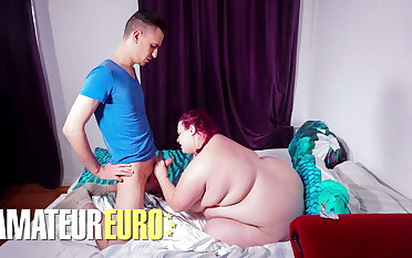 HAUSFRAU FICKEN, BBW Piece of baggage Violett Has Hot Porn Have a passion Beside Neighbor