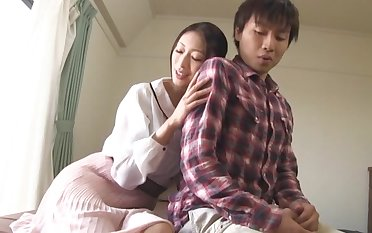 Smoking hot Japanese MILF knows how in the world to tickle a friend's detect