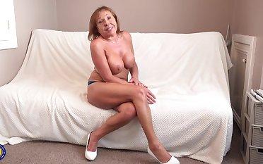 Chubby Milf Housewife Shows Her Beautiful Booty