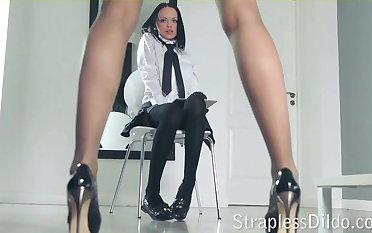 A long legged teacher gets feeldoe pounding