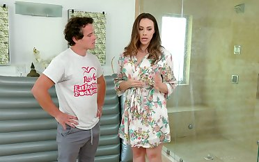 Luscious masseuse Chanel Preston provides her consumer with unforgettable pleasure