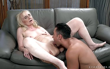 Spoiled mature whore Nanney gets crystalline of her bikini and gets cunnilingus