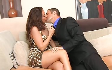 Whore wife Richelle Ryan seduces realtor while her husband is on a relationship trip
