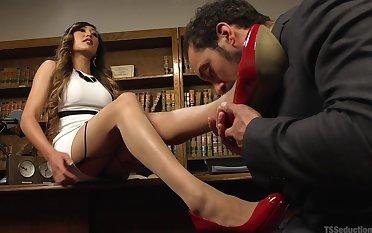 handsome gentleman screams from pleasure while Venus Lux fucks him