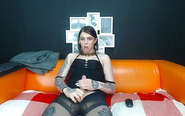 Couple Shemale jerking her side Anal On Cam