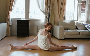 Slender ballerina Milla Lukoshkina shows off yummy muff and does be imparted to murder splits