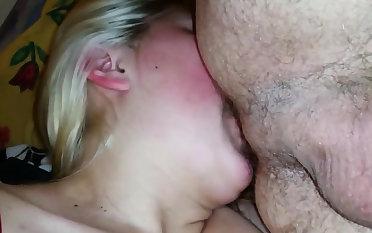 She loves rimming irritant deep!