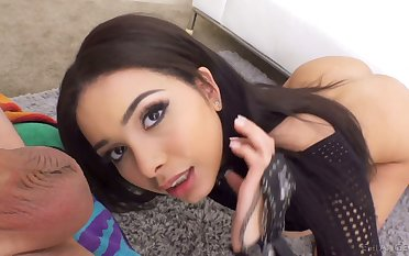 Baffle eating babe Aaliyah Hadid gives a blowjob and gets her anus nailed hard